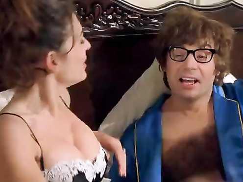 Elizabeth Hurley Marvelous – Austin Powers_ The Spy Who Shagged Me (1999)