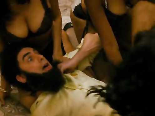 Megan Fox, Anna Faris sexy – The Dictator (2012)