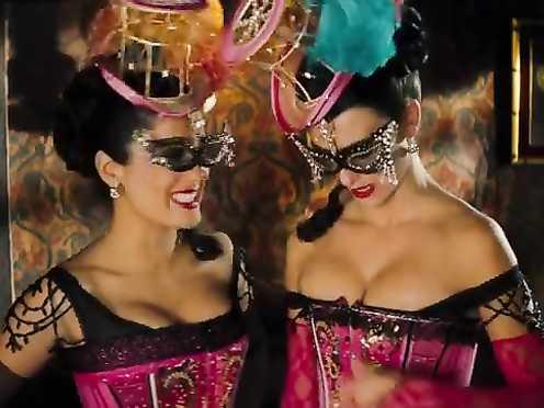 Salma Hayek, Penélope Cruz sexy – Bandidas (2006)
