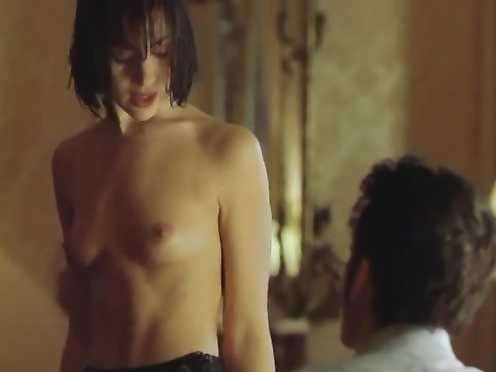 Amanda Ryan Nude – The Hunger (1997)