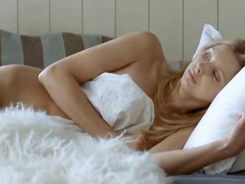 Frederique Bel Naked – Fais-moi plaisir! (2009)