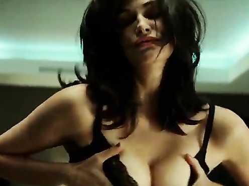 Helena Noguerra etc. Nude – L'Arnacoeur (2010)