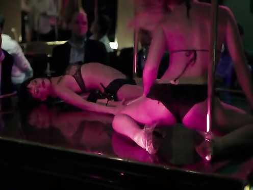 Rachael Taylor Naked – Cedar Guys (2009)