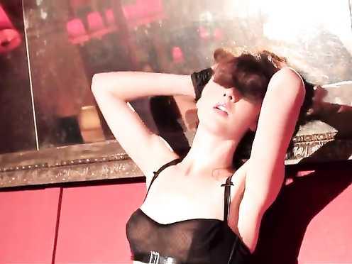 Sienna Miller, Scarlett Kapella naked, Izabella Miko Nude – 2 Drains (2012)