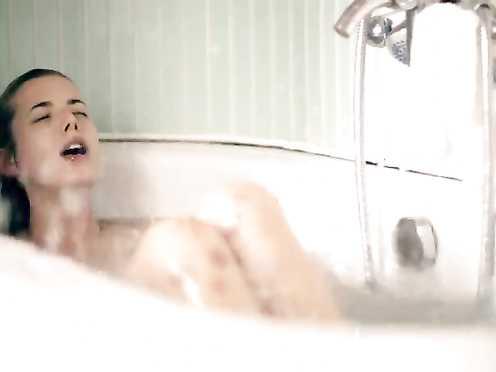 Agyness Deyn Nude – Electricity (UK 2014)