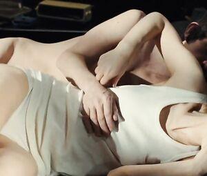 Lucy Gordon  nackt