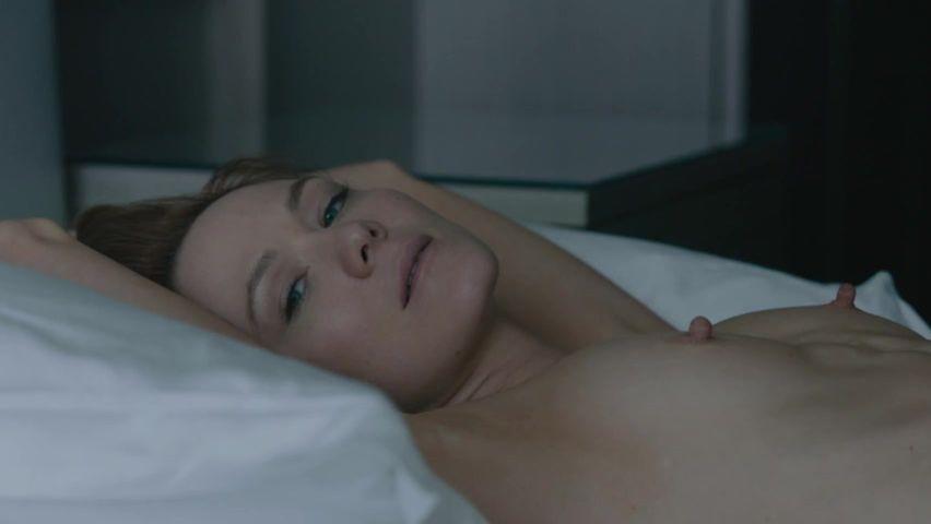 naked Anna freil