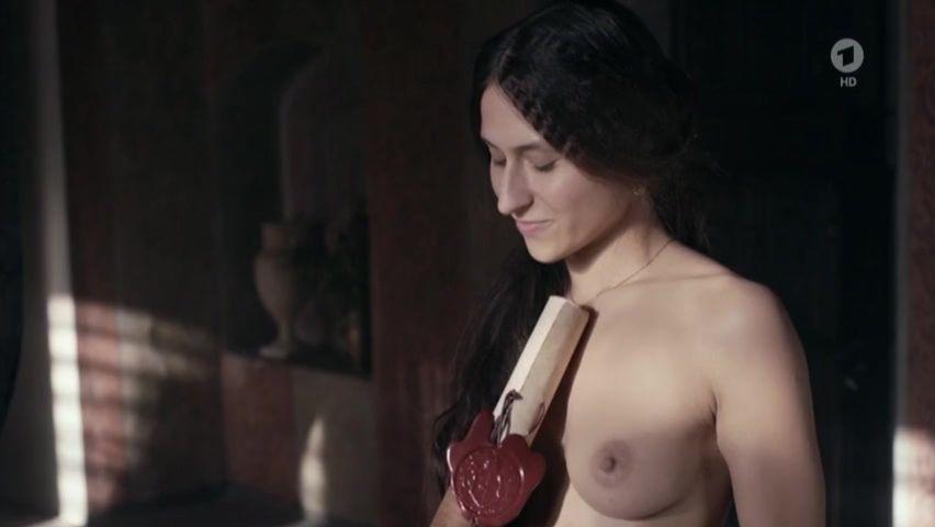 Strapkova nackt Veronika  Shannen Doherty