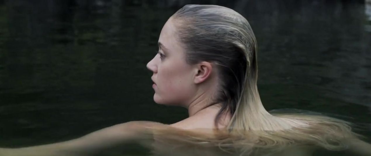 Maika monroe nude pictures