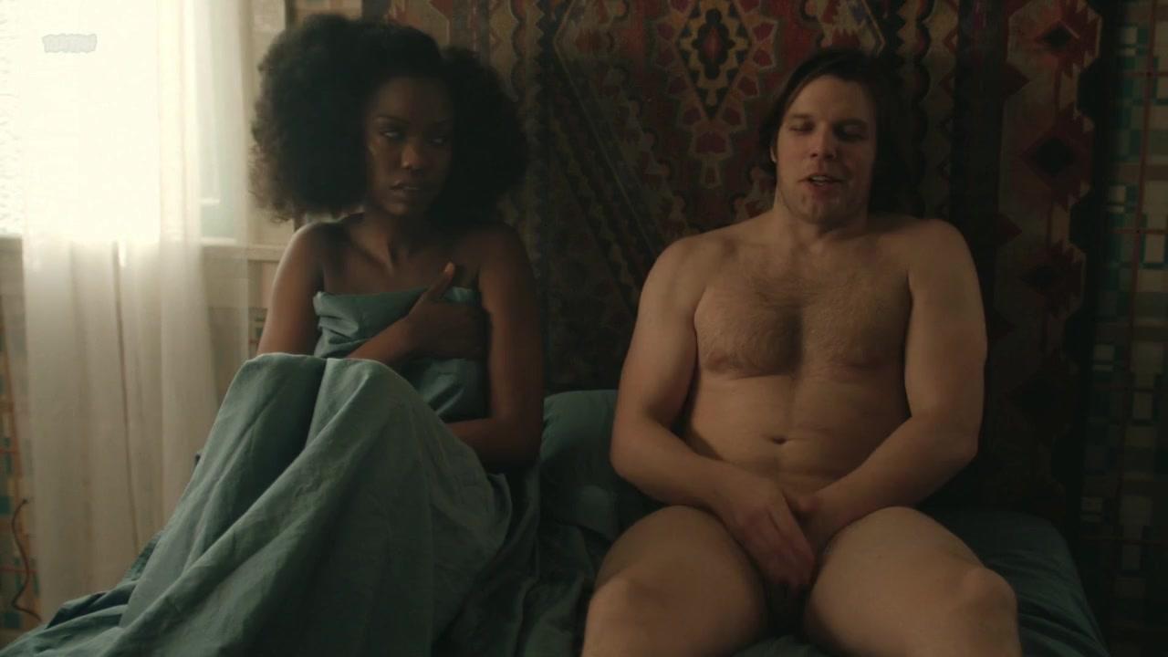 Ari Graynor Nude