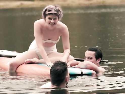 Jennifer Allcott naked, Celeste Arias stunning – Kate Can't Swim (2017)